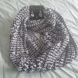 NWT Infinity black and white scarf